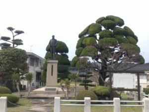 佐藤政養銅像
