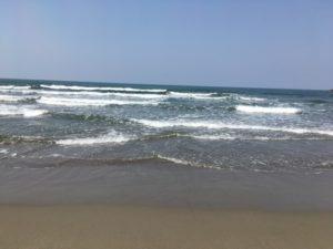 西浜海岸打ち寄せる波