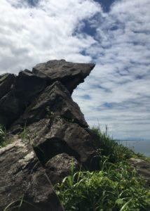 三崎公園遊歩道オブジェのような岩