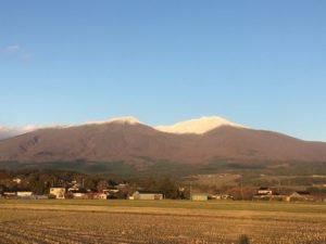 鳥海山に雪