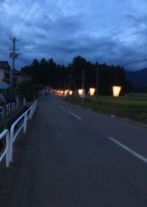熊野神社までの道を照らすぼんぼり