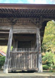 大物忌神社向かって右側の随神門
