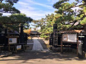 旧青山本邸入口